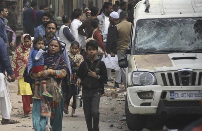 Müslüman aileler kamplara sığınmaya başladı