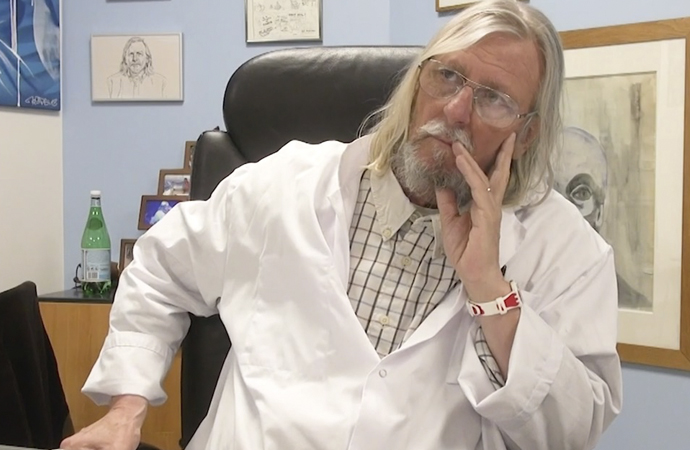 Fransa'da koronayı yenen doktora tehdit yağıyor!
