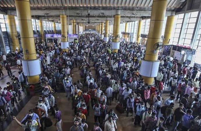 Hindistan'da 40 bin kişiye 1 kişiden virüs bulaşmış olabilir
