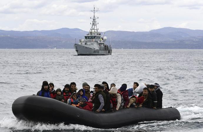 'Göçmenlere biber gazı sıkan bir ülke ahlaktan bahsedemez'