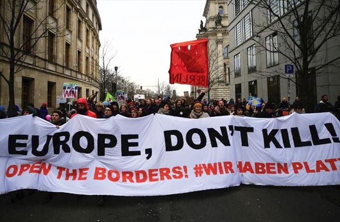 Atina'dan sonra Berlin'de göçmen yürüyüşü
