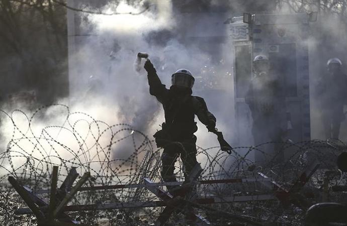 Yunan polisinin gaz bombası ve kimyasal stoku tükenme noktasına geldi