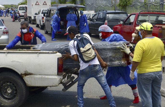 Ekvador'da ev ve hastanelerden 1424 ceset toplandı