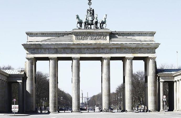 """Almanya'da """"sınırlı gevşetme"""" kararı yetersiz bulundu"""