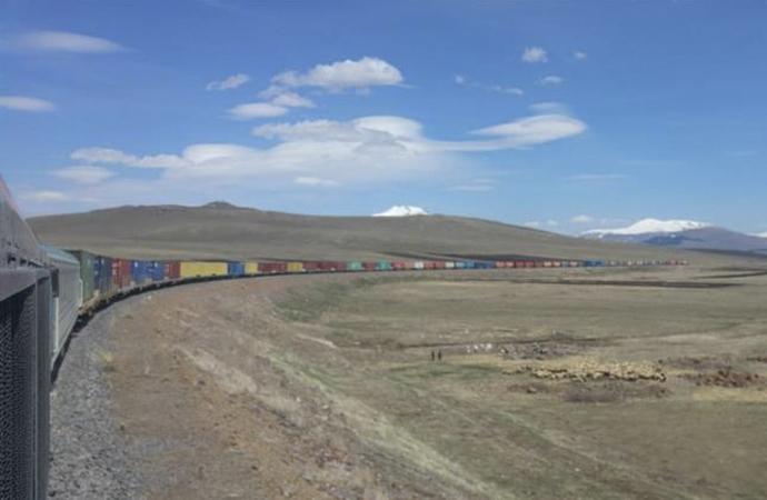 940 metrelik tren 82 konteyneri ile Hazar'a ulaştı