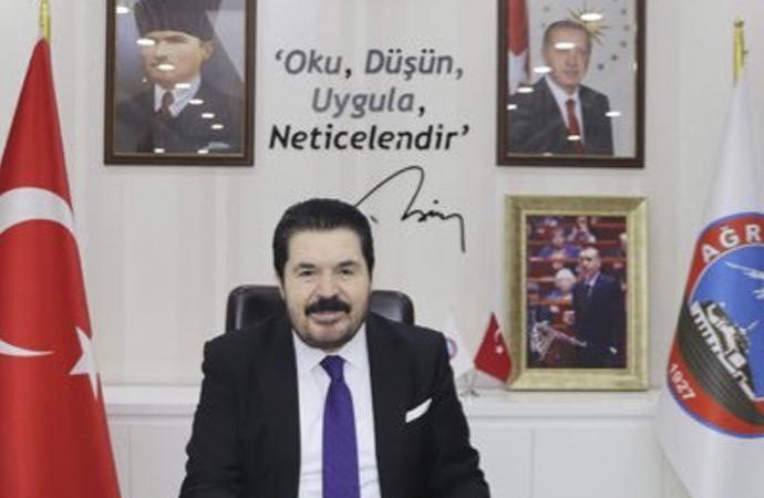 AKP'li Belediye, Trump ve Amerikalı yıldızlara maske gönderiyor
