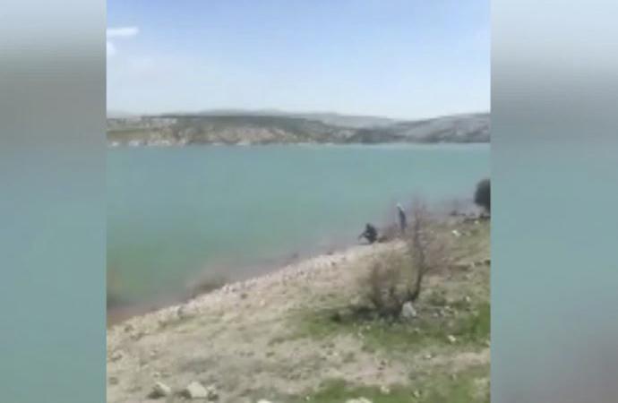 Konya'da baraj gölüne kırmızı renkli balıklar salan Amerikalı'ya ceza kesildi