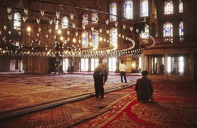 'Farz, hayatı Allah'ın dinine sabitlemektir'