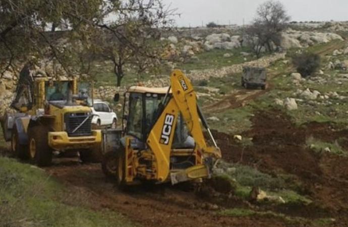 Siyonist İsrail buldozerleri Filistinlilerin arazilerinde