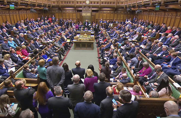 İngiliz hükümeti salgına kayıtsız kalmakla suçlandı