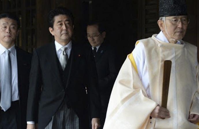 Japonya Başbakanından Yasukuni Tapınağına bağış