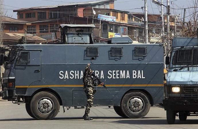 Hint polisi Müslüman direnişçilerle çatıştı