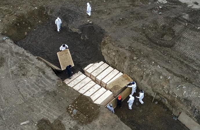 Toplu mezarları görüntüleyen drone'lara el kondu