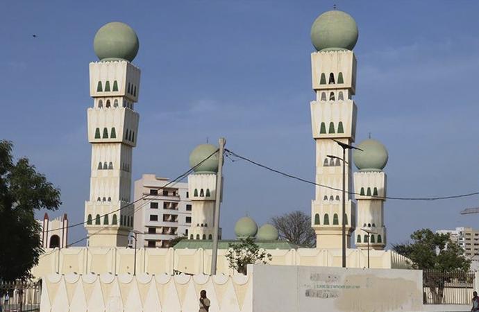 Senegal'de hükümetin iznine rağmen camiler açılmayacak