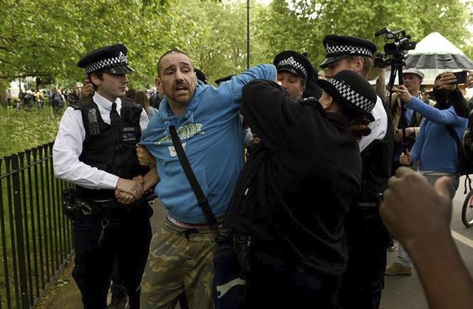 Londra'da Hyde Park'ta toplanan göstericilere müdahale