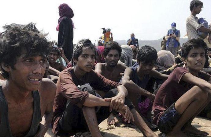 Myanmar ordusu Arakan'da baskıya devam ediyor