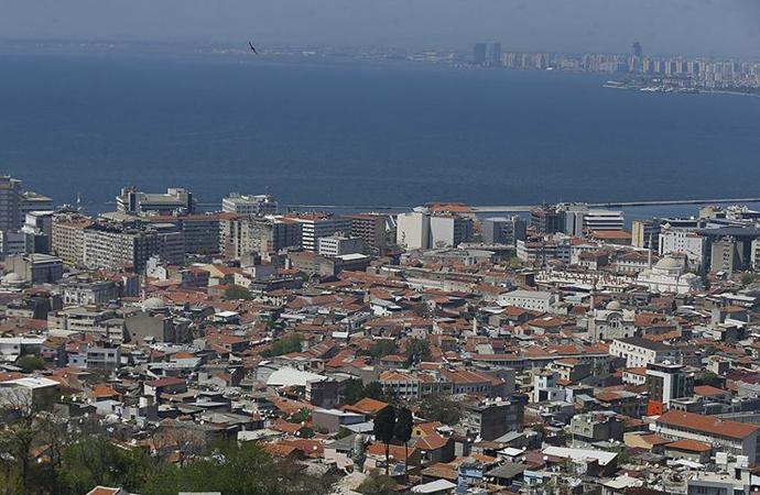 """İzmir'de """"cami minarelerinden müzik"""" eylemine soruşturma"""