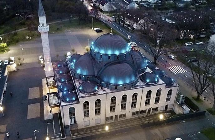 Almanya'da camiler 9 Mayıs'tan itibaren açılıyor