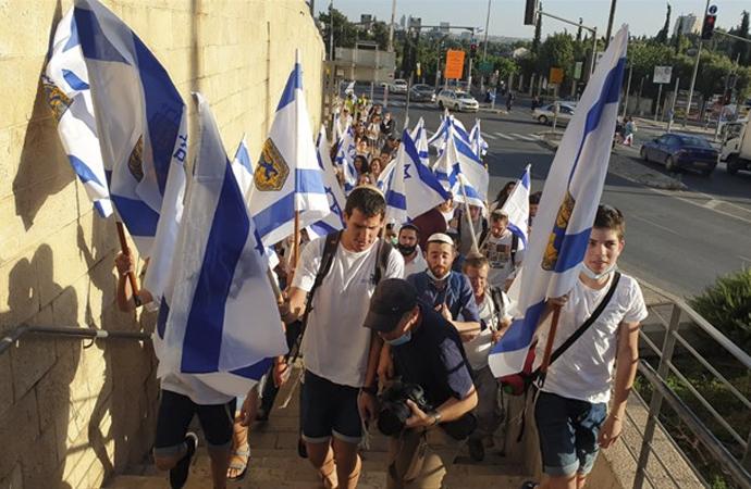 Bir grup yahudi, Doğu Kudüs'ün işgalini kutladı
