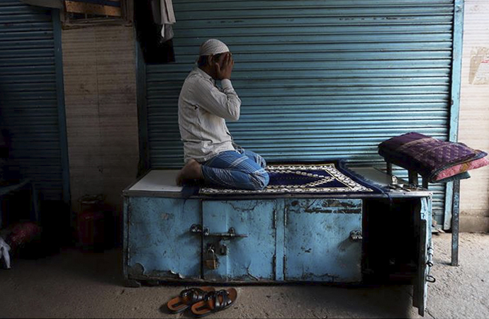 Hint Müslümanları bayrama yasaklar altında giriyor