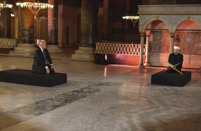 Ayasofya müzesinde Fetih suresi okutuldu