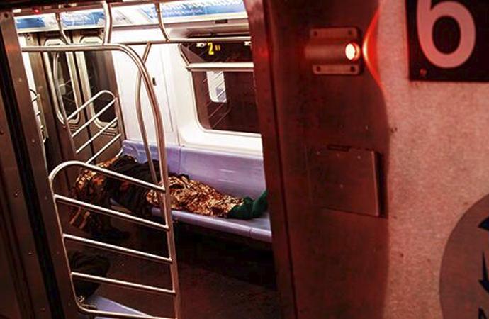 New York metrosunda 2 evsiz ölü bulundu
