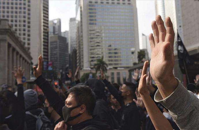 Hong Kong'da 200'ün üzerinde protestocu gözaltına alındı