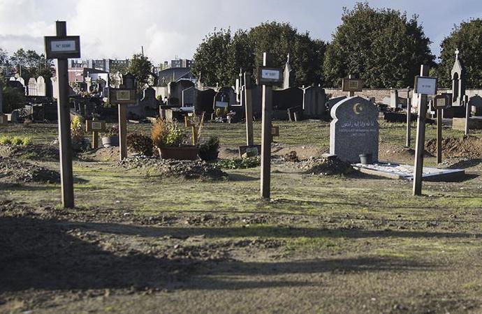 Fransa'da Müslümanların cenazeleri morglarda bekliyor