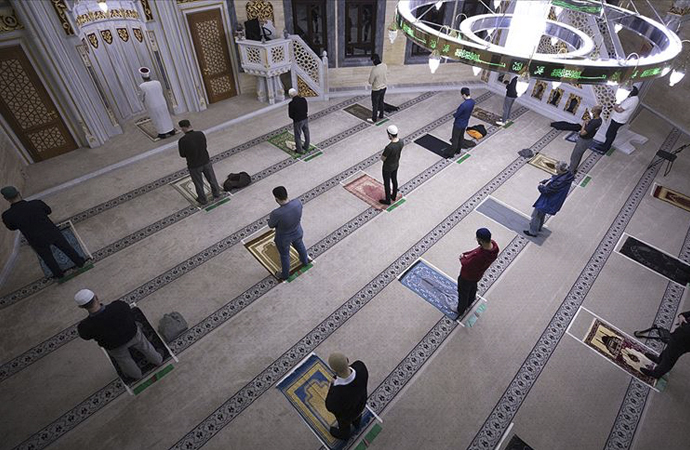 Almanya'da camiler ibadete açıldı