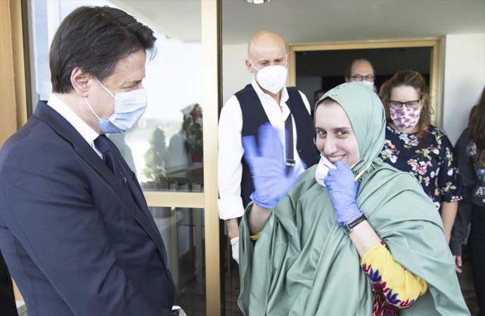 Kenya'da kurtarılan yardım görevlisi İtalya'da gündem