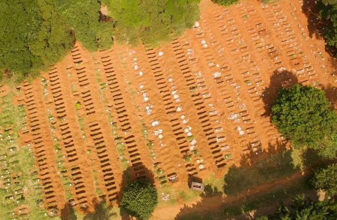 Brezilya'da yeni mezar yeri için eski mezarlar boşaltılıyor