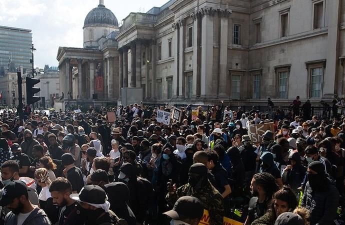 İngiliz polisi polis olayları kontrol altına almakta zorlandı