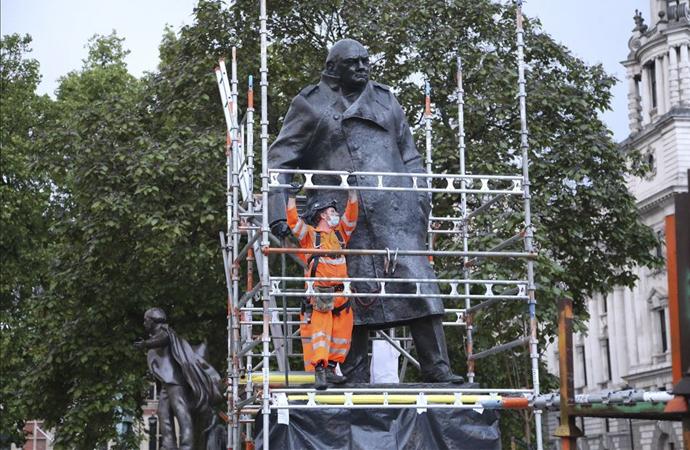 Churchill'in heykelinin koruması kaldırıldı