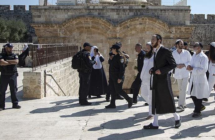 Fanatik Yahudiler yine Mescid-i Aksa'da