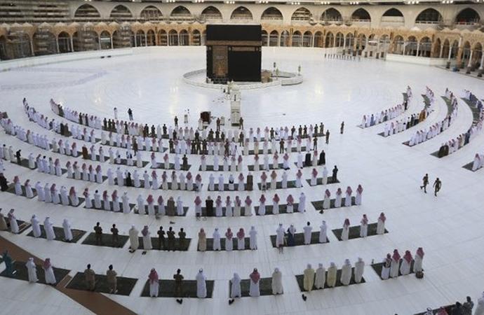 Mekke'de 3 ay sonra ilk namaz kılındı