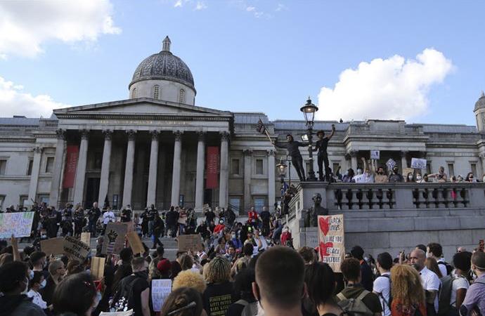 İngiltere'de gösteriler dördüncü haftasında