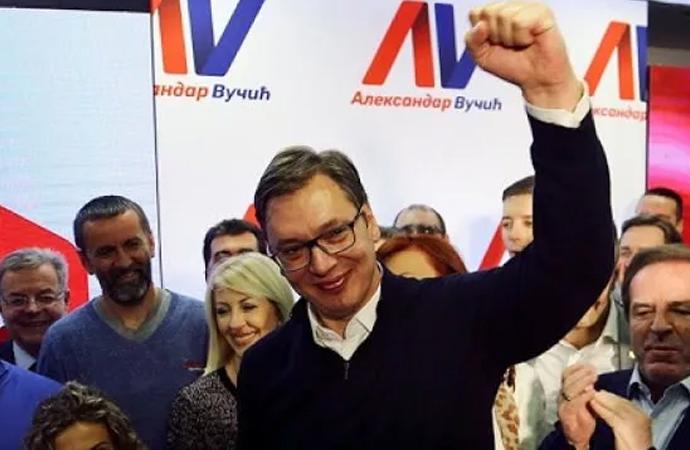 Sırbistan'daki seçimde Vucic'in partisi tek başına iktidar