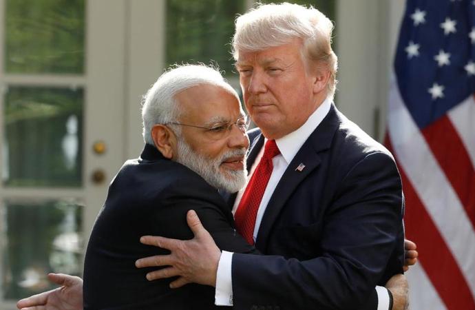 Hindistan 7 komşusunun 4'ü ile kavgalı