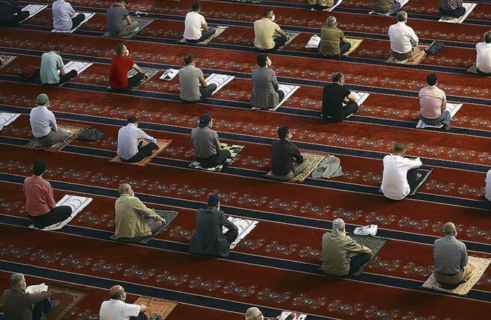 Camiler 5 vakit namaza açıldı
