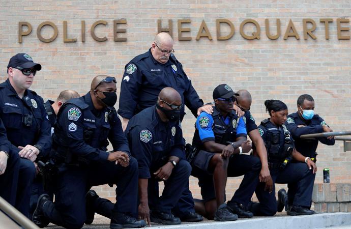 ABD'de 4 polis 'ırkçılık ve İslam karşıtlığı'ndan açığa alındı