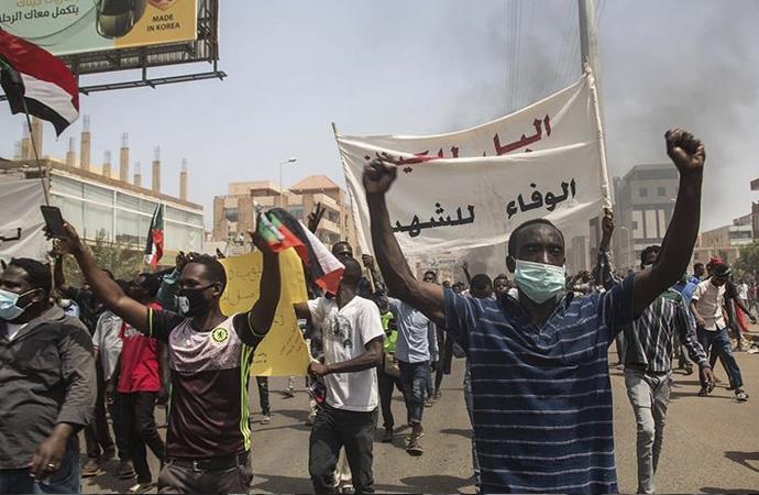 Sudan'da 'devrimin gidişatının düzeltilmesi' talep edildi