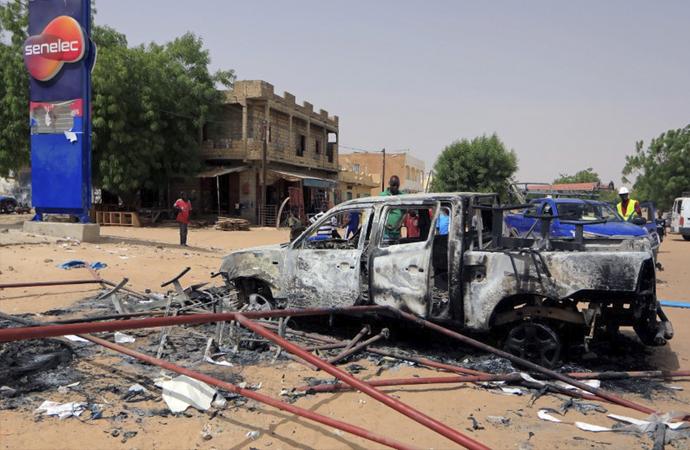 Senegal'de sokağa çıkma yasağı protestolarına ordu müdahalesi