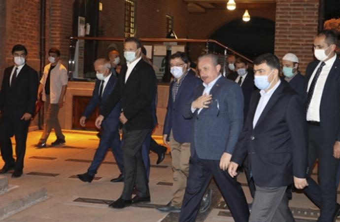 Mustafa Şentop sabah namazını Hacı Bayram'da kıldı