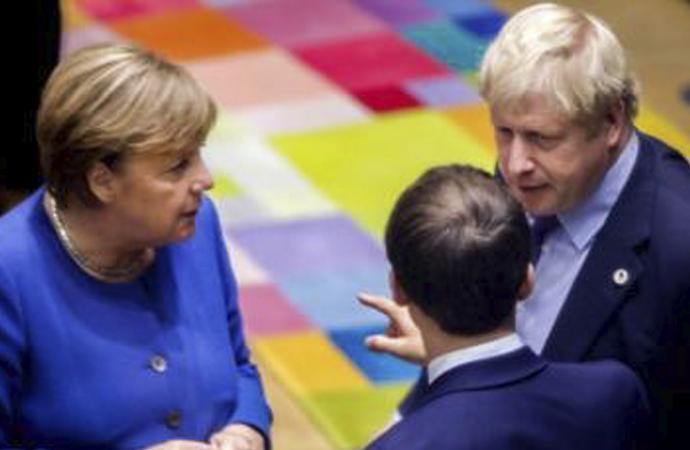 İngiltere ve Almanya başbakanları telefonda görüştü