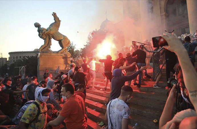 Sırbistan'ın büyük şehirlerinde başlayan gösteriler