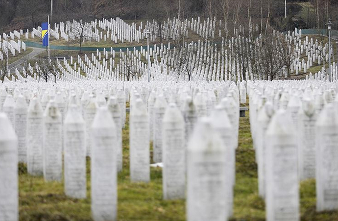 Srebrenitsa: Dört yıl süren soykırımın doruk noktası