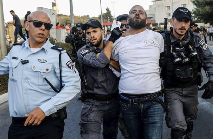 Aralarında 2 Hamas liderinin de olduğu 8 Filistinli tutuklandı