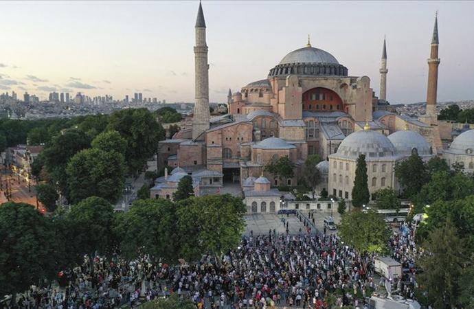 Ayasofya Meydanı'nda akşam namazı kılındı