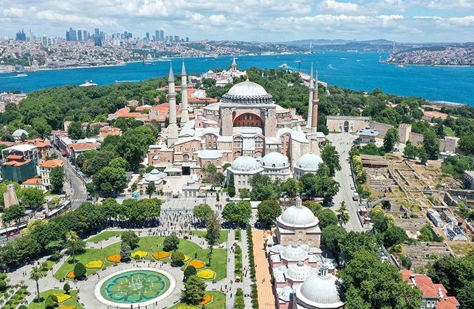 Ayasofya için 'Ayasofya Camisi ve Külliyesi' şeklinde değişiklik teklifi