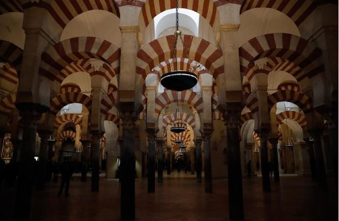İspanya'daki tarihi camiler sadece Katoliklere açık!